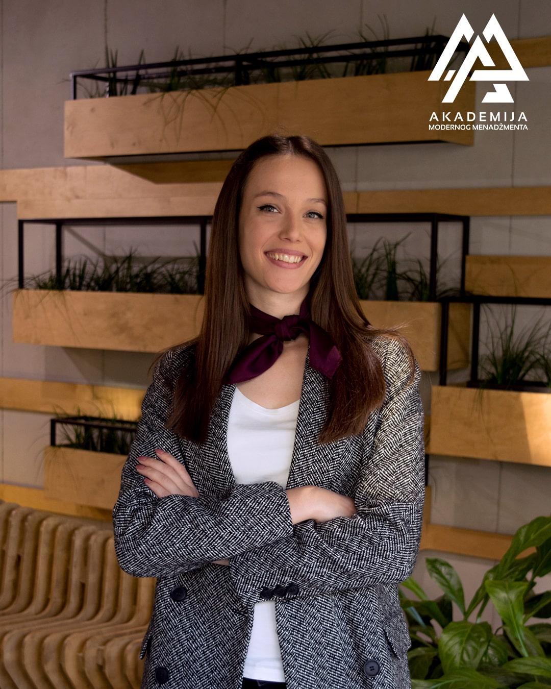 Sara Oluic-min